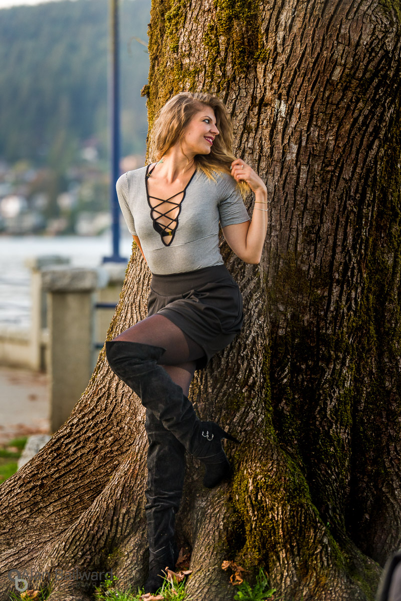 Brittnie Rae actress headshot photography leaning against a tree